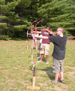 A group of junior bowhunters practicing