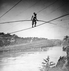 Two tightrope walkers cross Niagara falls