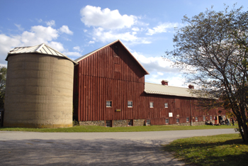 photo of historical barn at Stony Kill Farm