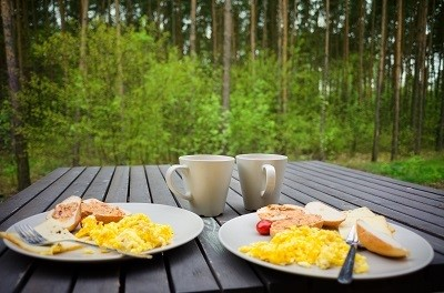 Image of a breakfast for two that uses reusable materials