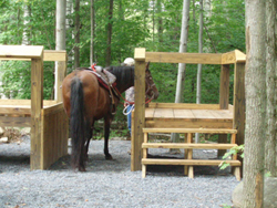 Horse mounting platform with accessible ramp and assistant's platform