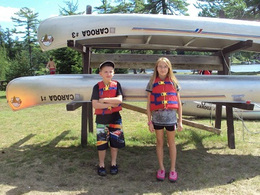 kids ready to canoe