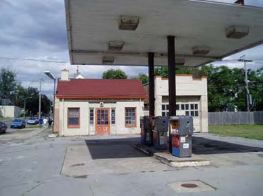 Former gas station at Niagara St and PA Ave