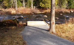 Accessible fishing platform on the banks of a river