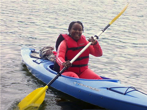woman learning to kayak