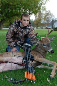 image of junior bowhunter